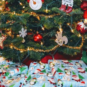 how to save money on christmas gifts